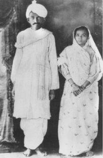 Gandhi and Wife Kasturba Bai